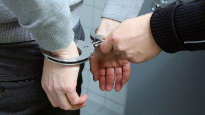 Der Motorradfahrer wurde festgenommen (Symbolbild, Quelle: Pixabay)